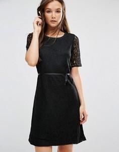 Цельнокройное платье с короткими рукавами b.Young - Черный