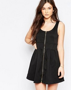 Короткое приталенное платье на молнии спереди Wal G - Черный