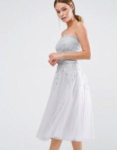 Платье бандо с кружевной вышивкой Chi Chi London - Серый