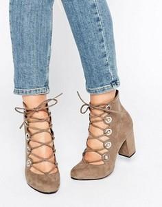 Туфли на каблуке с люверсами и шнуровкой Office Mission - Серый