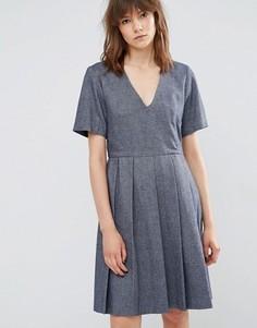 Короткое приталенное шерстяное платье с плиссировкой YMC - Синий