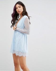 Приталенное кружевное платье с запахом Motel - Синий