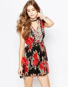 Чайное платье с принтом роз Band Of Gypsies - Черный