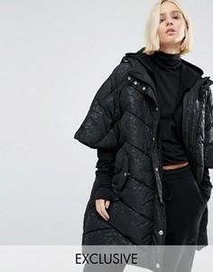 Дутая куртка-кейп в стиле oversize с капюшоном и однотонным леопардовым принтом Puffa - Черный