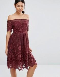 Кружевное платье для выпускного с фигурной отделкой по краю Boohoo - Красный