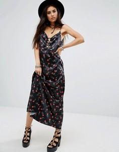 Длинное платье-комбинация с цветочным принтом Motel Athur - Черный