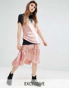 Атласная ярусная юбка с баской Reclaimed Vintage - Розовый