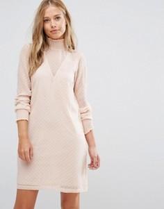 Сетчатое цельнокройное платье в горошек с высокой горловиной Vila - Розовый