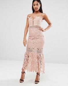 Удлиненное кружевное платье миди на тонких бретельках Love Triangle - Розовый