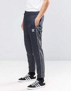 Серые джоггеры с логотипом adidas Originals AY8363 - Серый