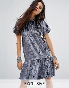 Свободное бархатное платье-футболка с баской по краю Milk It Vintage - Серый