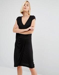 Платье со сборками спереди Y.A.S Chase - Черный