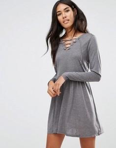 Короткое приталенное платье со шнуровкой Brave Soul - Серый