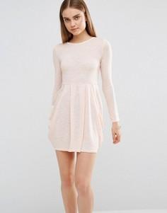 Трикотажное приталенное платье с длинными рукавами AX Paris - Розовый