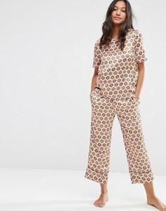 Пижамный комплект из атласных футболки и кюлотов с мозаичным принтом ASOS - Мульти