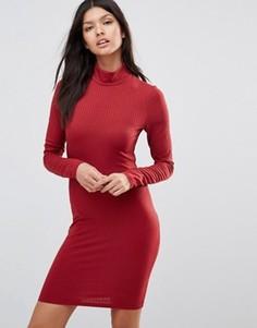 Платье-поло в рубчик с высоким воротом и длинными рукавами Club L - Красный