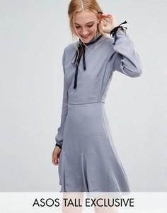 Короткое приталенное платье с контрастной завязкой на шее ASOS TALL - Синий