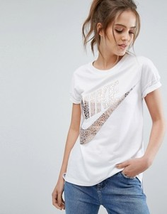 Белая футболка с короткими рукавами и большим логотипом металлик Nike Signal - Белый