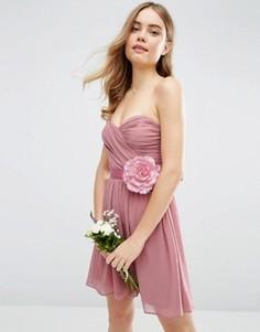 Шифоновое платье‑бандо мини со съемным цветочным украшением ASOS WEDDING - Розовый