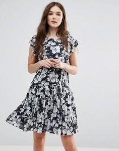 Черно-белое платье с заниженной талией и цветочным принтом Y.A.S Show - Черный