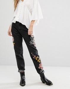 Джинсы в винтажном стиле с цветочной вышивкой Glamorous - Черный