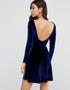 Бархатное короткое приталенное платье с круглым вырезом сзади ASOS - Синий