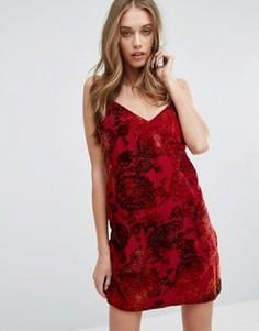Бархатное платье на тонких бретельках Missguided - Красный