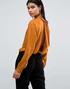 Сатиновая блузка с высокой горловиной и открытой спиной Vila - Коричневый