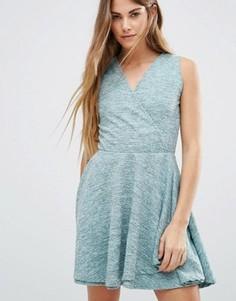 Короткое приталенное платье с запахом спереди Wal G - Зеленый