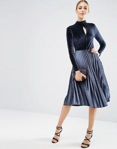 Бархатное платье миди с высокой горловиной ASOS - Серый