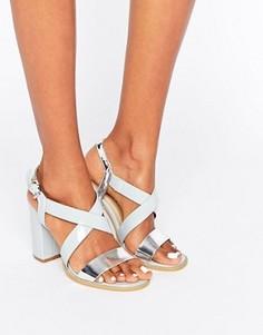Сандалии на блочном каблуке с перекрестными ремешками Glamorous - Серый