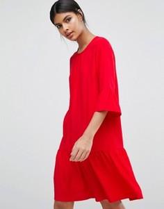 Платье с оборкой на кромке Y.A.S - Красный
