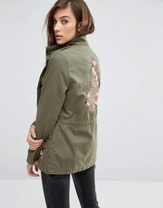 Куртка в стиле милитари с вышивкой тигра сзади New Look - Зеленый
