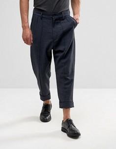 Укороченные брюки с узором в елочку, заниженным шаговым швом и отворотами ASOS - Синий