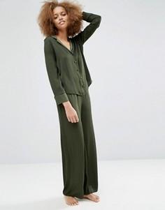 Пижамный комплект из атласных жаккардовых рубашки и широких брюк в горошек ASOS Newton - Зеленый