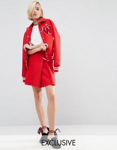 Мини-юбка с жемчужной брошью WAH LONDON x ASOS - Красный