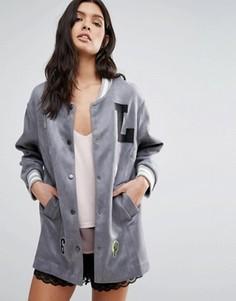 Университетская куртка с нашивками Liquorish - Серый