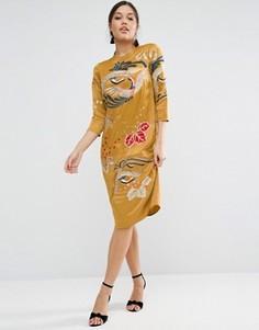 Цельнокройное платье с вышивкой и длинными рукавами ASOS - Желтый