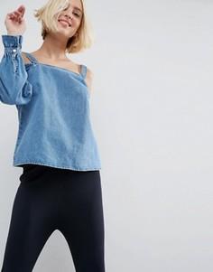 Джинсовый лонгслив с открытыми плечами ASOS - Синий