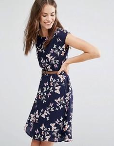 Приталенное платье с принтом бабочек Yumi - Темно-синий
