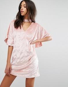 Бархатное цельнокройное платье с горловиной‑чокер Missguided - Розовый