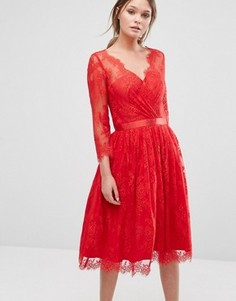 Платье с кружевным верхним слоем Chi Chi London - Красный