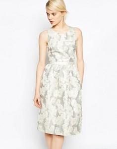 Платье для выпускного в блестящий горошек с V‑образным вырезом сзади Helene Berman - Золотой