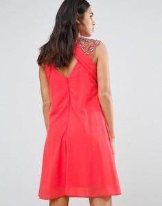 Цельнокройное платье с декоративной отделкой и открытой спиной Little Mistress - Красный