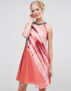 Цельнокройное платье с принтом перо Little Mistress - Красный