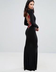 Платье макси с длинными рукавами и вышивкой цветов сзади Club L - Черный