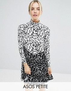 Приталенное платье с воротником поло и принтом ASOS PETITE - Мульти