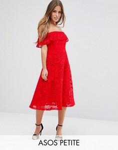 Кружевное платье миди с открытыми плечами ASOS PETITE - Красный