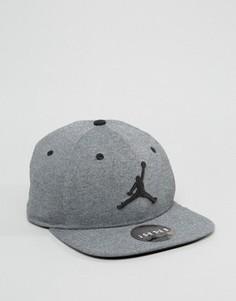 Серая бейсболка Nike Jordan Jumpman 834889-010 - Черный