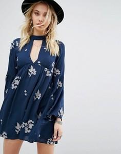 Платье с лентой на шее Honey Punch - Синий